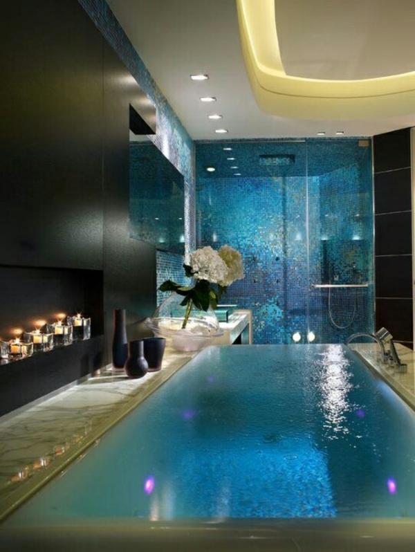 luxuriöses badezimmer gestalten pool eingebaute beleuchtung