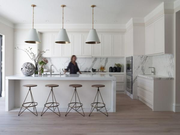 marmor küchenrückwand schrank hocker küchneinsel spüle