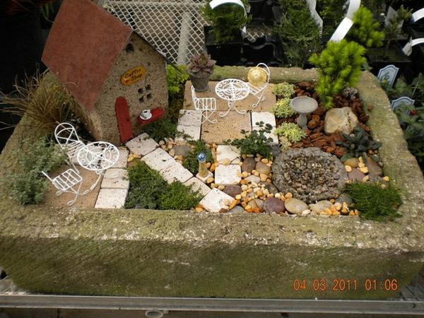 miniatur garten gestalten märchenhaft häuschen patio