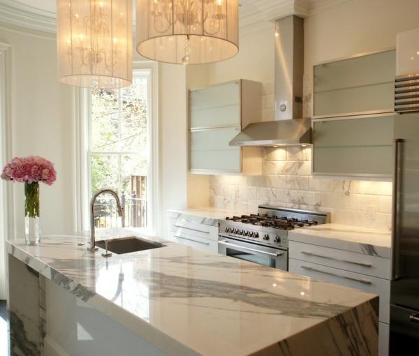 Moderne weiße Küchen  marmor küchenrückwand