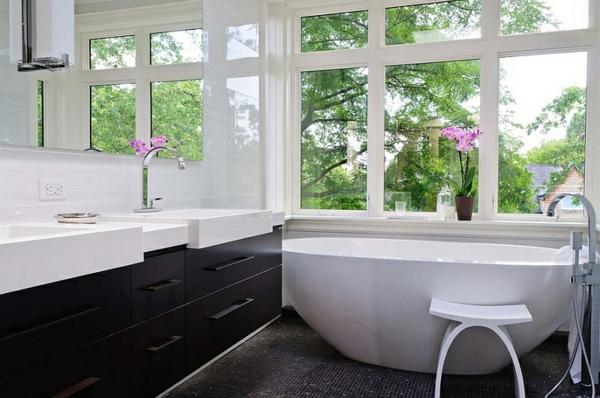 moderne badezimmer ideen freistehende badewanne waschbecken mit unterschrank