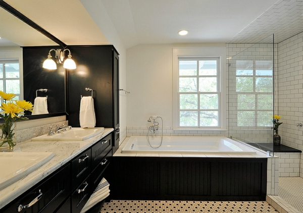 Moderne Badezimmer Schwarz Weiß Einbauwanne Jacuzzi Marmor Unterschränke  Aus Holz