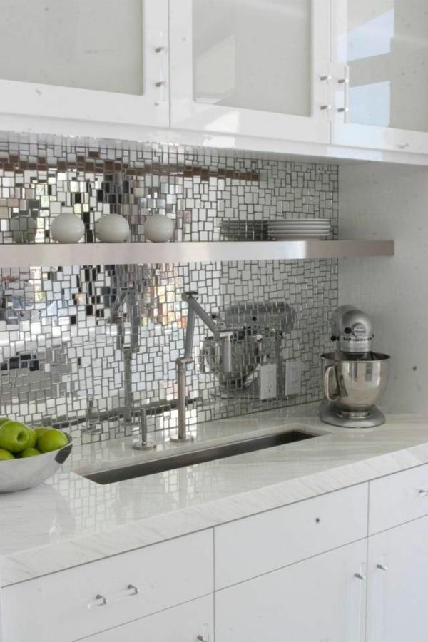 Moderne weiße Küchen hochglanz fliesenspiegel
