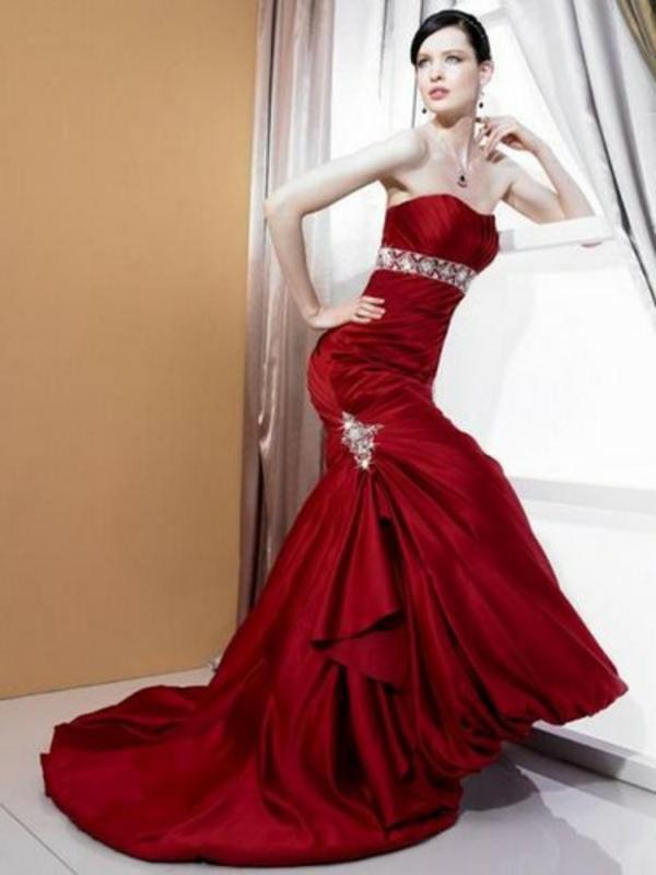lange rote kleider mit schleppe schmuck trends abendkleider