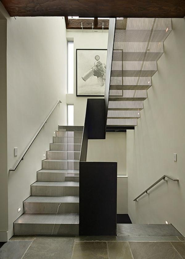 moderne treppe mit metall und holz