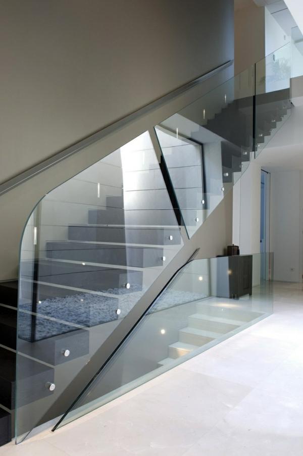 moderne treppen flur plexiglas geländer