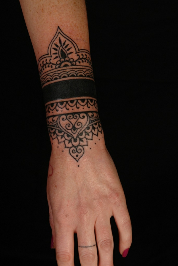 originelle tattoo ideen handgelenk