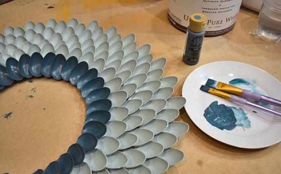 plastiklöfel spiegel wandspiegel basteln färben