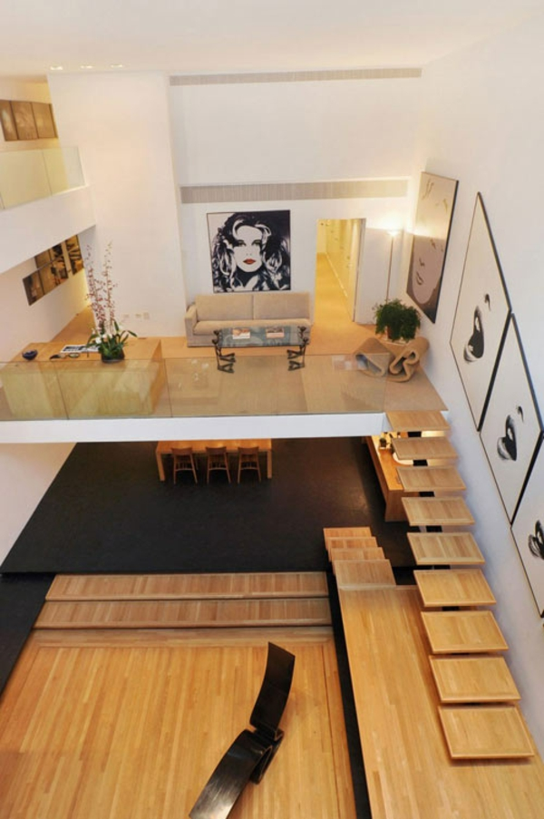 prächtiges treppenhaus aus holz großraum