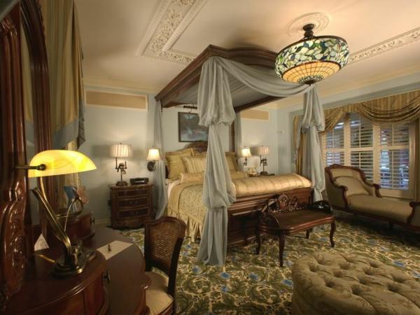Luxus schlafzimmer mit himmelbett  50 reizende Schlafzimmergestaltung Ideen