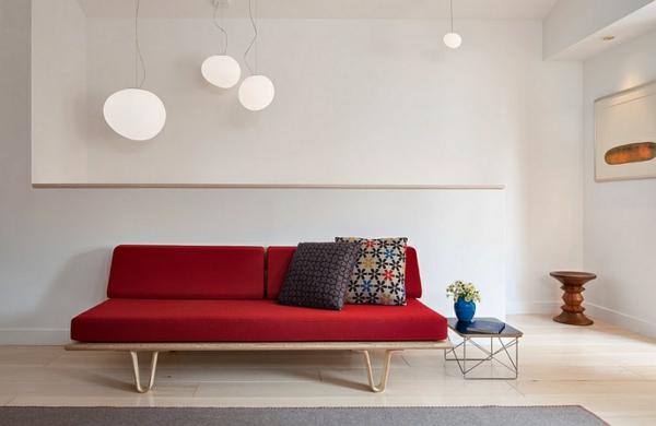 rot auflagen holz gestell kissen weiß wohnzimmer