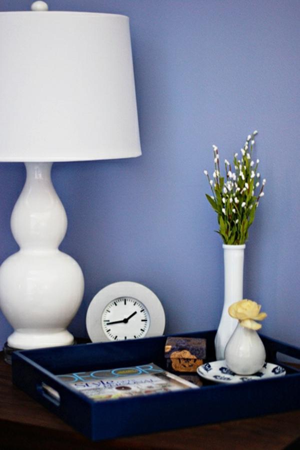 schöne wandfarben veilchenblau tischlampe anrichte