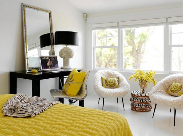 schlafzimmer farben gelbes bett sessel dekokissen spiegel