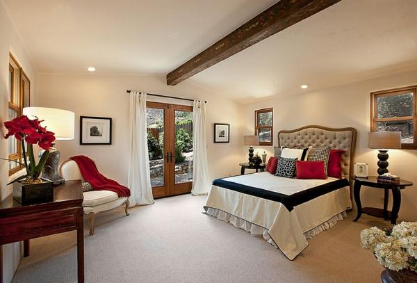 schlafzimmer farben ideen schwarz-weiß rote akzente bett dekokissen sessel