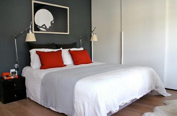 schlafzimmer ideen schwarze-weiße wände dekokissen bett