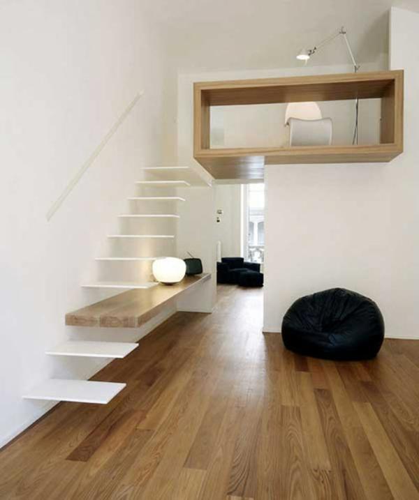 schwebende weiße treppe weißes zimmer hocker