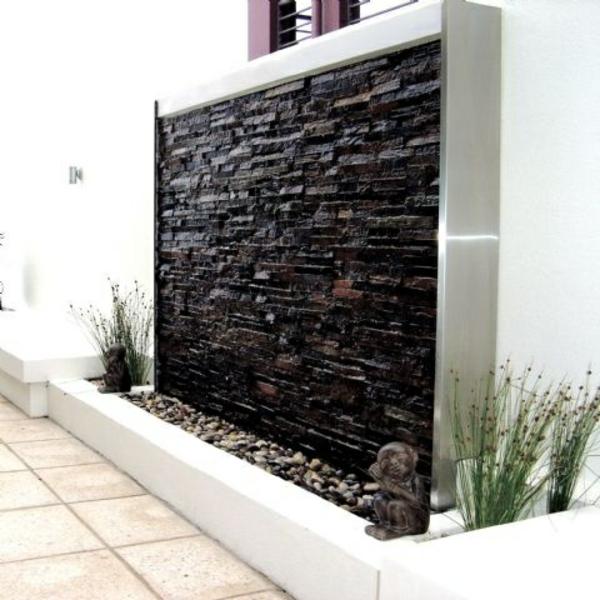 sichtschutz dekorativ steine kieselsteine wassermerkmal