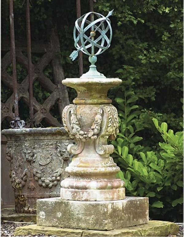 modern gartengestaltung skulptur sonnenuhr im garten idee antik