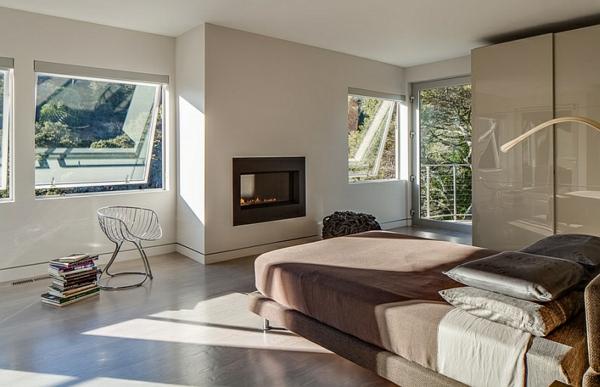 sonnig braun warm farben kamin schlafzimmer minimalistisch einrichten