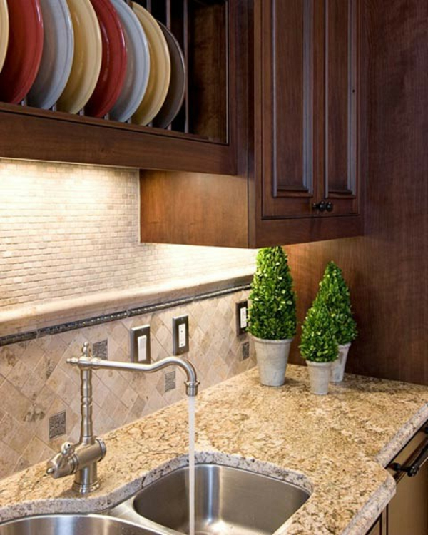 keramische teller spüle zimmerpflanzen bunte küche