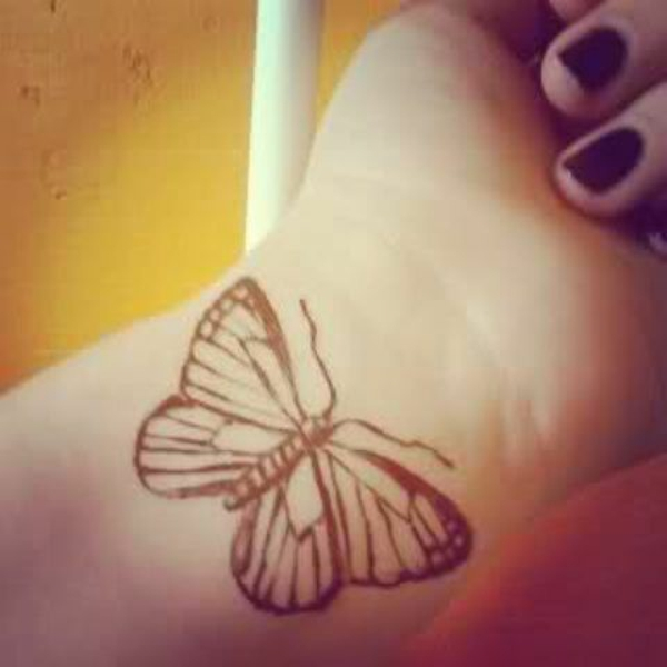 tattoo am handgelenk ideen schmetterling