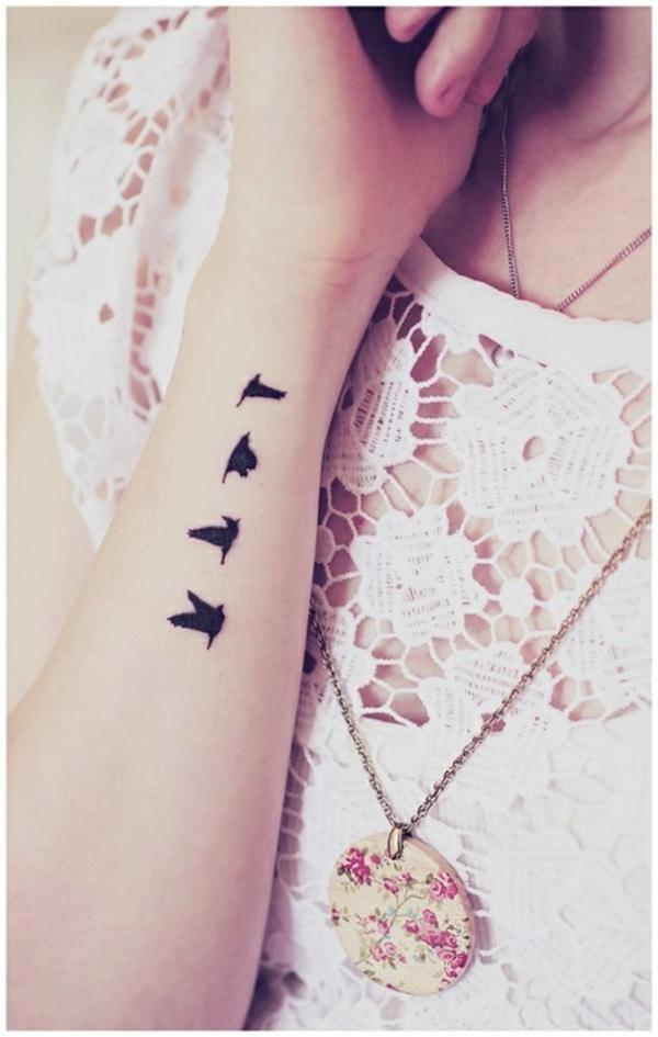 tattoo am handgelenk ideen vögel