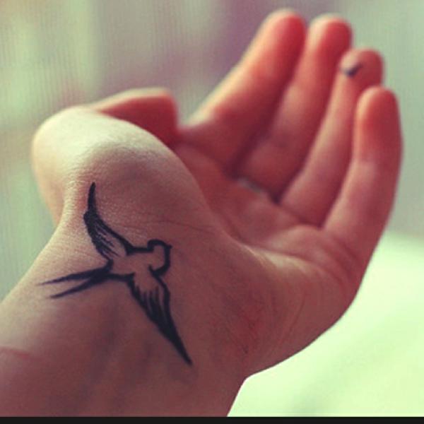 tattoo hangelenk freiheit inspiration