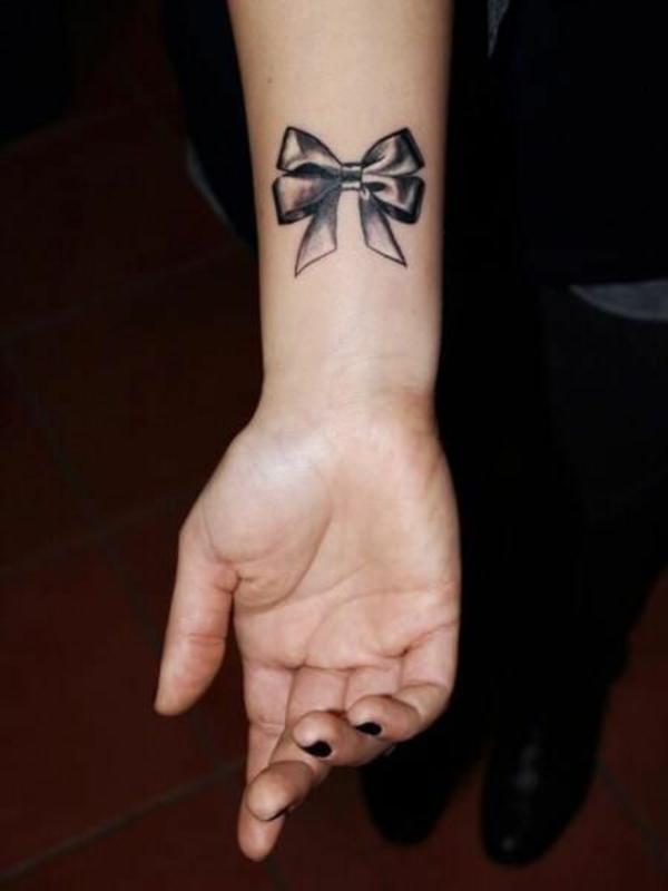 tattoo hangelenk inspiration schwarze schleife motive
