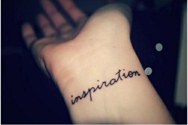 Kleines Tattoo am Handgelenk