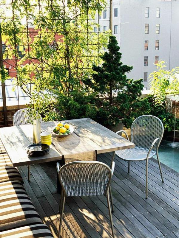 terrasse einrichtungsideen holz bodenbelag tisch pflanzen sofa dekoration