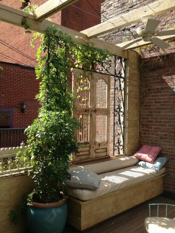 terrassengestaltung ideen leseecke sitzbank dekokissen gartenmöbel