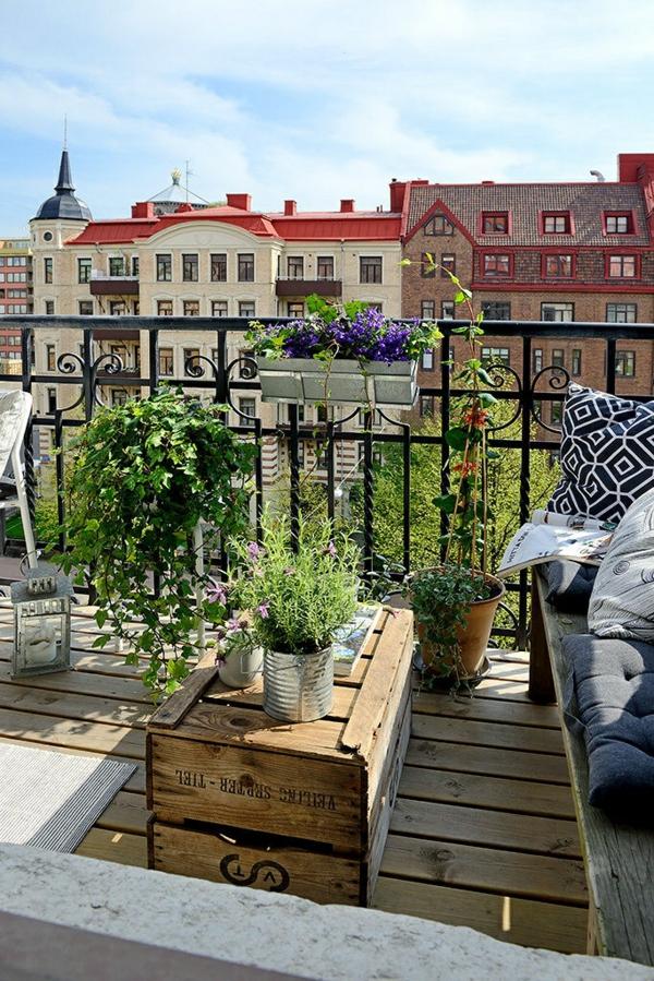 terrassengestaltung mit pflanzen holzkiste tisch
