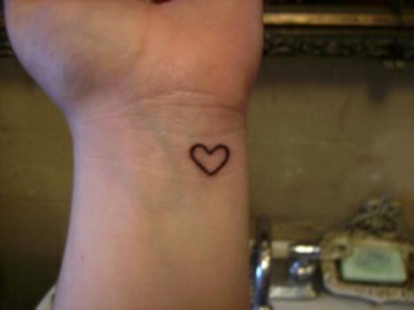 tolle handgelenk tattoo herz