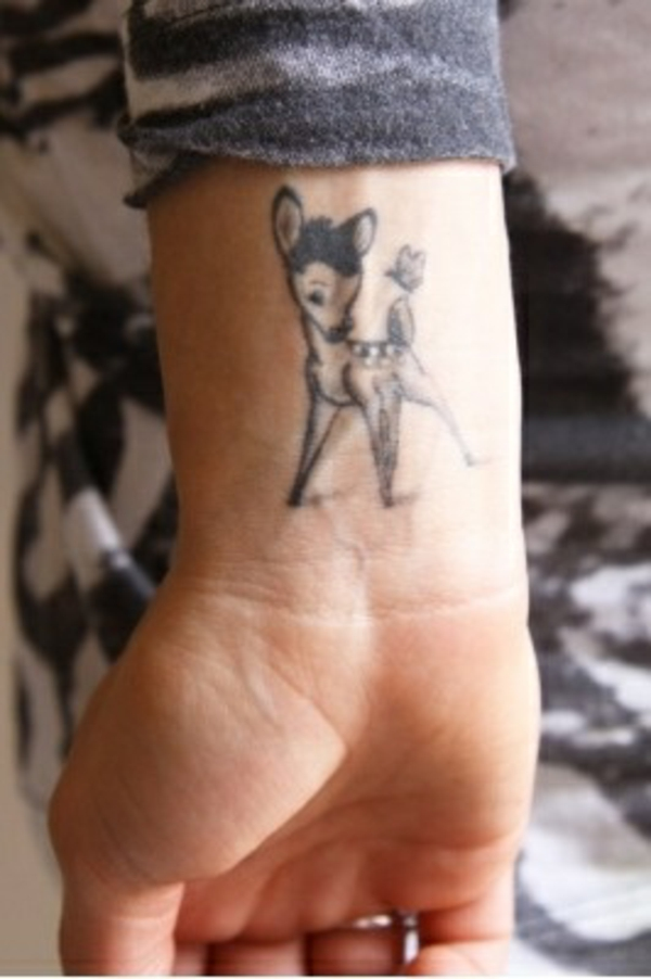 tolle handgelenk tattoo ideen bambi motiv