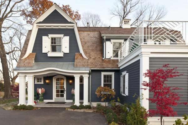 traditionelles exterior blaues haus