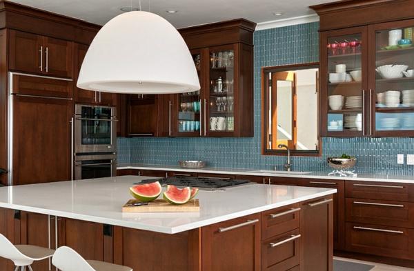 tropische küche weiß hängelampen kücheninsel