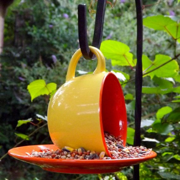 vogelfutterhäuschen bauen hängende teetasse