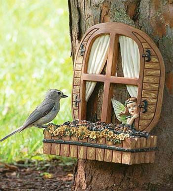 vogelfutterhäuschen baum märchen fenster dekoideen