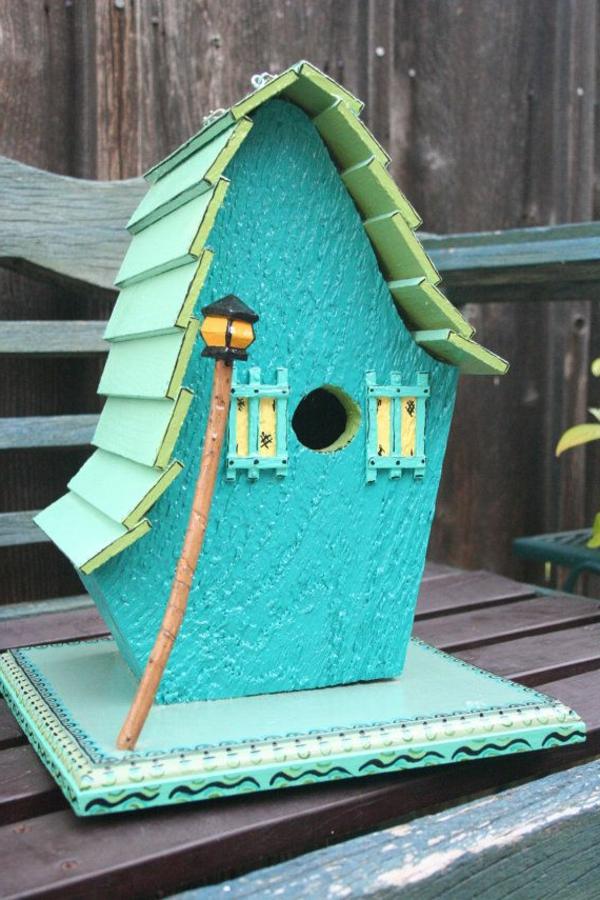 vogelhaus bauen holz umweltfreundlich blau bemalt