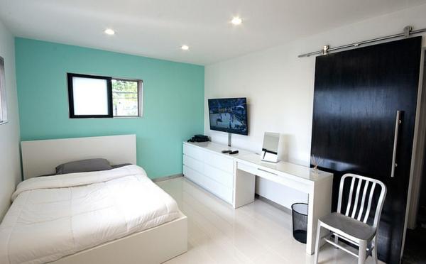 wandfarbe fenster türkis schlafzimmer weiß bett schreibtisch