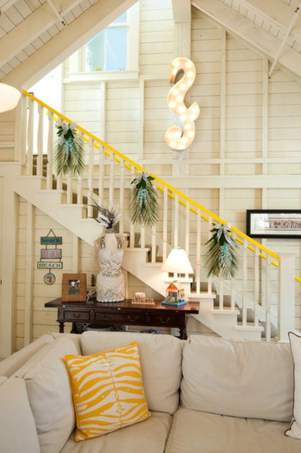 wandfarbe gelb farbgestaltung treppenhaus dekokissen farbakzente