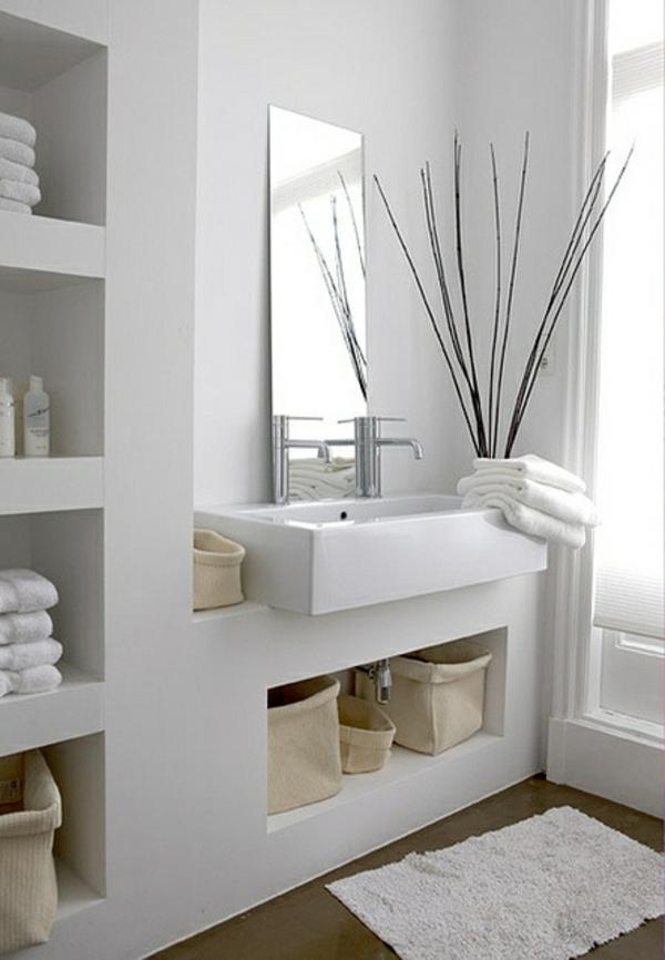 weiße saubere linien im badezimmer körbe lagerraum