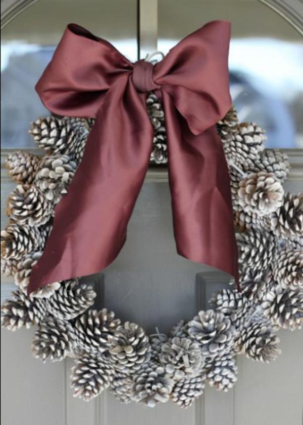 weihnachten dekoration tannenzapfen kranz