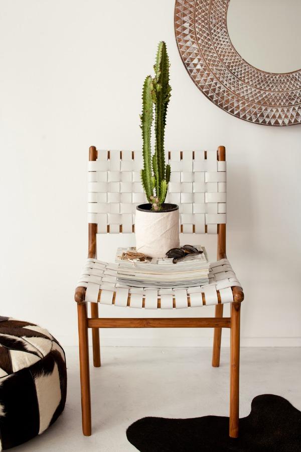 wohntrends deko ideen holz und leder stuhl kaktus