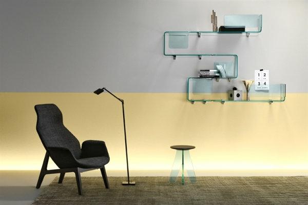 wohnzimmer dekoideen wandgestaltung glasregal sessel