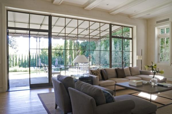 wohnzimmer gestalten möbel sofa glaswand fenster