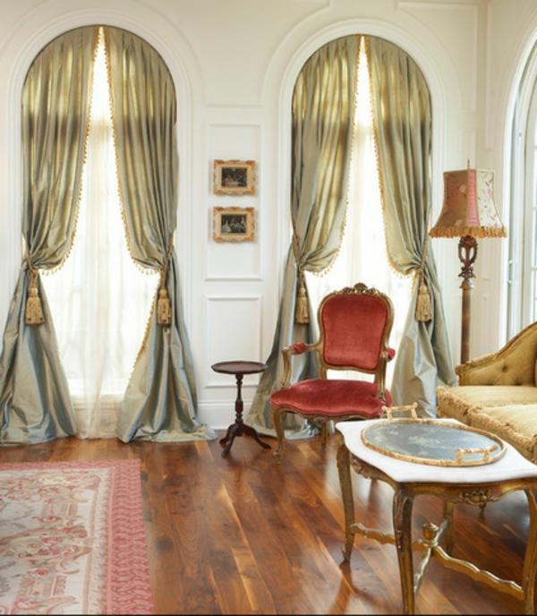 Wohnzimmer Klassisch Stuhl Samt Rot Teppich Gardinen