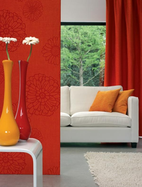 wohnzimmer sofa ideen rote wandtapeten muster gardinen vorhänge