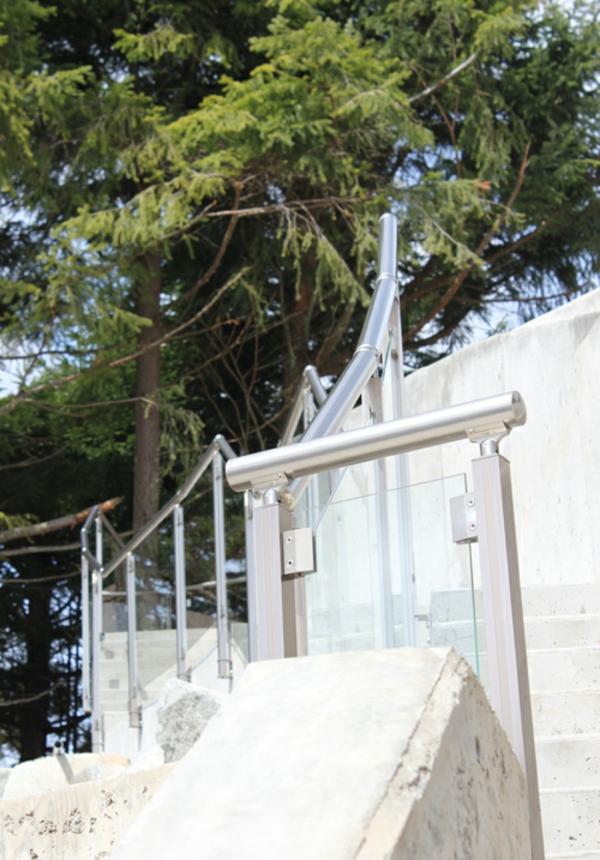 Geländer metall Аbsturzsicherung  treppengeländer glas