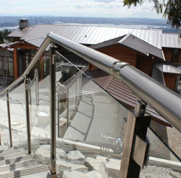 Geländer treppe Аbsturzsicherung außenbereich treppengeländer glas